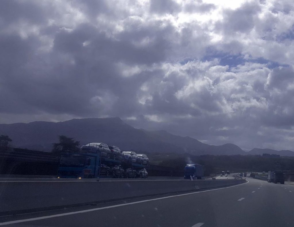 Bergen i Sierra Nevada. Utan snö ...