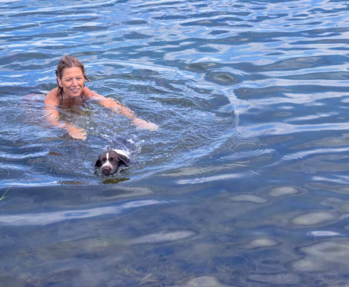 Malin Lundskog, bad med springer spaniel, det händer att jag duschar även på sommaren