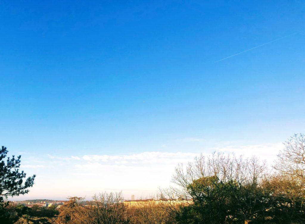Därför är det begränsande att inte begränsa sig,  Slottsskogen, utsikt, himmel, bro, Göteborg