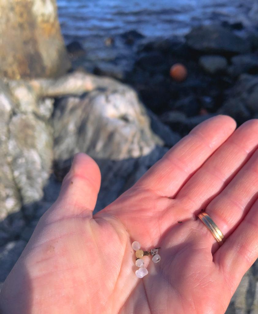 plastpellets är mitt senaste strandfynd, plast, västkusten, hållbar, Malin Lundskog, havet, Källö-Knippla