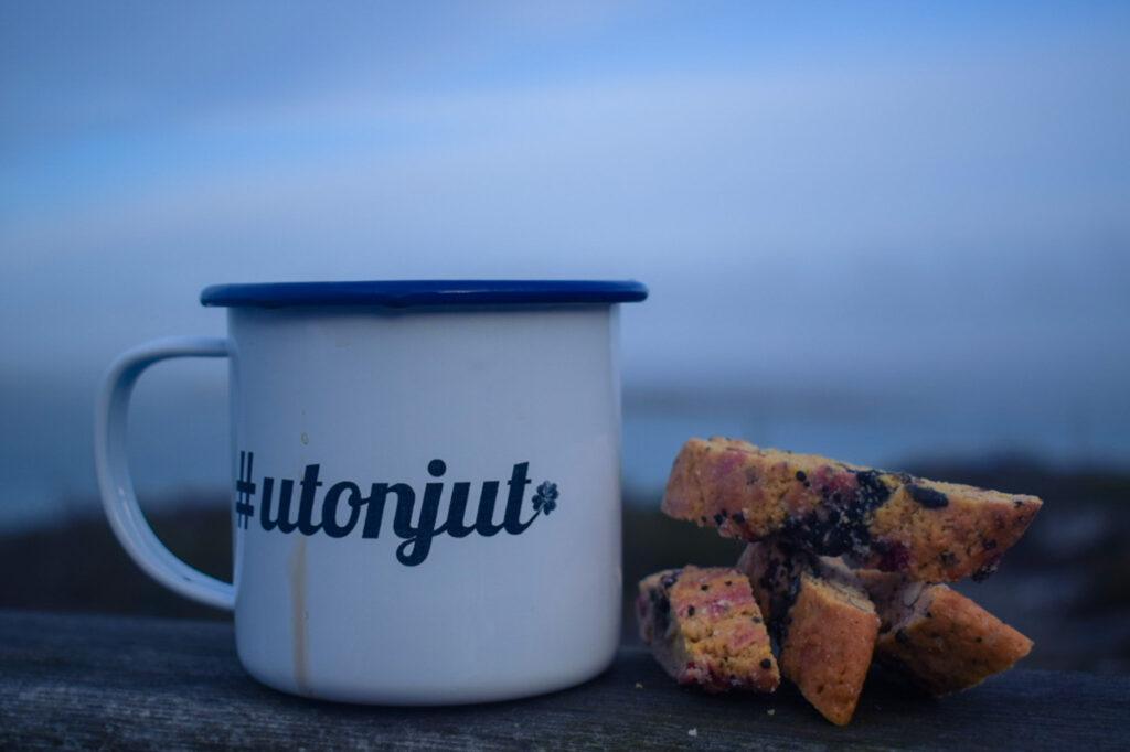Vänner, lutfisk och ledig lördag, kaffe, biscotti